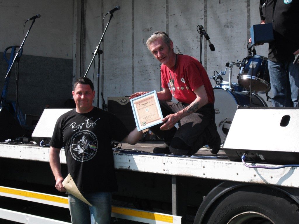 Presenting a Certificate for best original bike.